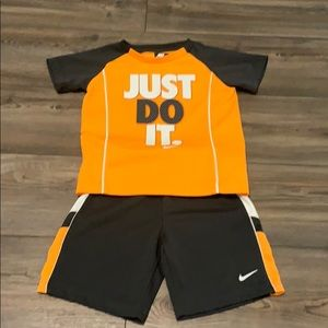 Nike top and bottom size 5